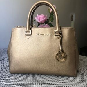 Michael Kors Sutton Gold handbag